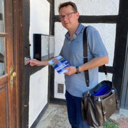 Gerald Ludewig an der Haustür